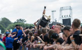 IMG_7036-Crowdsurfing_is_for_everyone.jpg